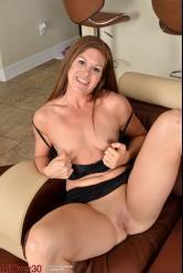 Madura cuarentona se queda desnuda con ganas de rabo duro - foto 6
