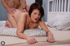 Mi suegra me invita a casa, me desnuda y me folla sin parar - foto 14