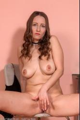Milf atractiva está deseando llegar a casa de trabajar para masturbarse - foto 8