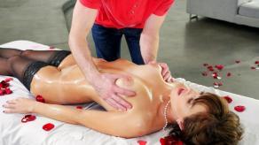 La masajista madura se deja meter mano y follar: qué zorra - foto 7