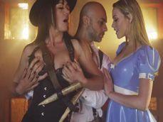 Se acerca Halloween y eso significa fiestas de sexo sin control - Trios Porno
