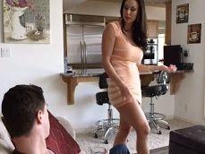 La señora Kendra Lust le pone las pilas a su sobrino - Pornhub