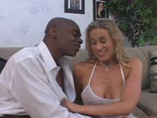 Te he dicho que estoy casada, deja de provocarme por favor .. !! - Interracial