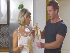 Ayudo a mi suegra a limpiarse el delantal y ella me limpia la polla - Pornhub