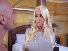Nicolette Shea excita a su cuñado con esas grandes tetas - Tetonas