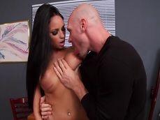 Raven Bay zorreando con su jefe a pesar de estar casada - Casadas