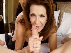 Las maduras Deauxma y Kelly Madison follando juntas en un trío - Actrices Porno
