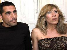 Cómo le gusta a esta madura tener sexo con chicos jóvenes - Porno Español