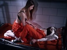 Se follan estas dos reclusas en la celda, vaya follada lesbica! - Lesbianas