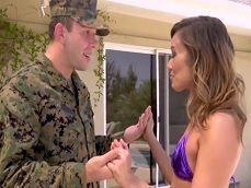 Llega su marido militar y no veas las ganas que tiene de polla! - Casadas