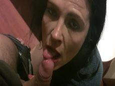 Montse Swinger haciendo de las suyas en un lavabo, que golfa! - Porno Español