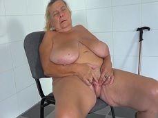 La más vieja que verás en esta pagina web se masturba duro - Abuelas
