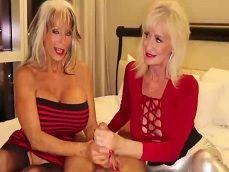 Dos viejas operadas disfrutan haciendo una paja - Masturbaciones