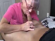 Joder con mi abuela, como se las gasta mamando mi rabo - Abuelas