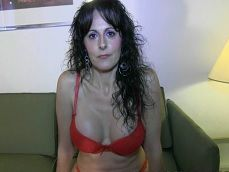 La española tiene cuarenta años y se folla a un chico de veinte! - Porno Español