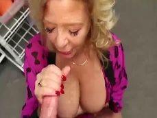 La abuela no quiere sexo, pero si me hace una tremenda paja