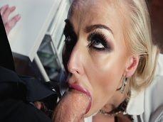 La cerda jefa Kayla Green se come la polla de uno de los becarios - Youporn