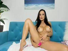 Lisa Ann se masturba bien caliente cuando emite por la webcam - Xvideos