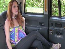 La española Amarna Miller también fue engañada en este taxi - Porno Español