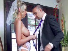 Antes de ir a la iglesia para casarse se folla al que es su amante - Casadas
