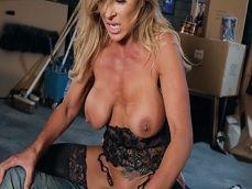 Empotrando bien fuerte a la tetona cachonda Aubrey Black - Actrices Porno