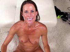 La madurita Sofie Marie recibe una follada y un gran facial - Videos Porno