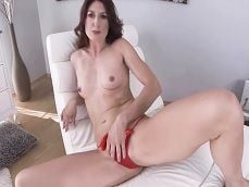 Mamá se dedica a grabarse masturbándose en la webcam.. - Xvideos