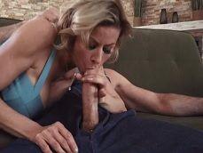 La señora Alexis Fawx se pone a follar con este atractivo frutero - HD