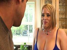 Que pedazo de tetas tiene la amiga de mi mujer, uuuf! - Videos Porno