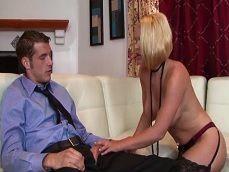 Esta prostituta le hará un trabajo bien fino a este cliente.. - Sexo Gratis