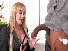 La señora Brandi Love alucina con la polla de este negro, uuuf! - Mamadas