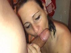 Grabando a su mujer como se la chupa y como follan! - Toro Porno
