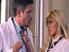 La becaria como loca porque el doctor se la zumbe hoy.. - XXX