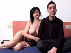 La española Dana Rico enseña a follar culos a un pobre pajillero - Porno Español