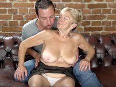 Abuela de casi 80 años follando y tragando lefa: increible !! - Abuelas