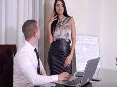 El informático sabe que mira porno en el pc: no sabe qué decir - Secretarias