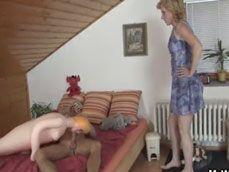 Jóder, mi suegra entra sin llamar y me pilla con la muñeca hinchable - Suegras
