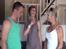 Casada infiel francesa conoce al atractivo sobrino de su mejor amiga - Porno Francés