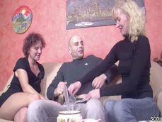Porno alemán amateur con dos casadas compartiendo polla