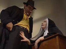 La monja pasa mucho hambre en el convento: no puede mas - Zorras