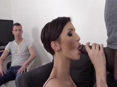 El placer de un cornudo de ver a su esposa con un negrazo - Cornudos