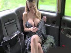 Casada muy zorra de tetas gigantes se folla al taxista - Beeg