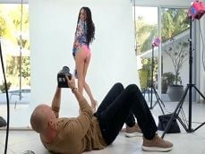 Al final esta modelo negra se pone a follar con el fotógrafo..