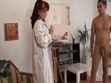 La pintora me quiere desnudo y no para de mirarme la polla.. - Folladas