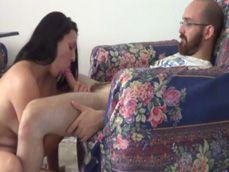 Estaba viendo la televisión cuando mi mujer empezó a chupar - Amateur