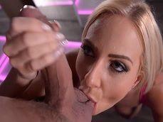 La stripper Nathaly Heaven deja de bailar para follar con el cliente.. - Rubias