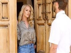 Rachael Cavalli se folla a un amigo tontito de su hijo.. - Toro Porno