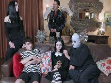 Tremenda la versión porno de La Familia Addams XXX - Orgias
