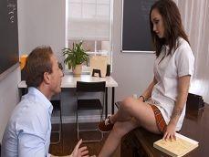 Profesor, de verdad que no quieres probar mi coñito? - Videos Porno