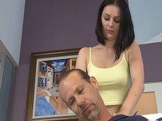 Mi mujer empieza por un masaje y acabamos follando duro.. - Amateur